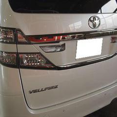 トヨタヴェルファイア DBA-NH20W リアゲート板金・リアバンパー脱着修理費用・塗装 総工賃90,000円/リアゲートエンブレム・ショートパーツ 部品代4,700円