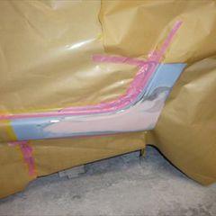 ダイハツのミラココア DBA-L675S  :傷の修理方法と費用 左ロッカーパネル板金塗装 工賃50,000円/左サイドステップ交換 部品代24,600円