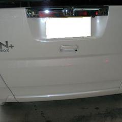ホンダN-BOX DBA-JF1 リアゲート板金塗装 工賃70,000円/ネームプレート部品代1,800円