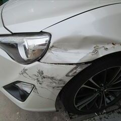 メルセデス・ベンツCクラス DBA-204048 フロントバンパー修理費用、左リアドア板金塗装、他 総工賃260,000円/左リアドアモール 部品代9,880円