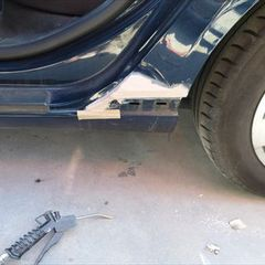 アウディのA3(GH-8PBLX):左フロントドア付属品脱着、左リアドア交換、左フロントフェンダー板金、他/左リアドア、ホイール交換、他 〔自動車保険利用〕
