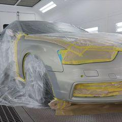 アウディA4 DBA-8KCDN フロントバンパー、右フェンダーのキズ修理費用塗装 工賃60,000円