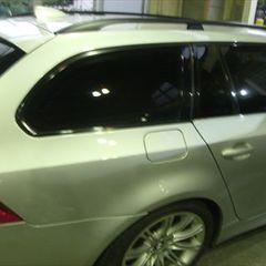 BMW Mスポーツ ABA-PU25 右リアドア修理費用・調整、リアバンパー・右テールランプ脱着、塗装、他 作業工賃209,200円/ショートパーツ交換 部品代10,000円/合計金額(税込)236,736円