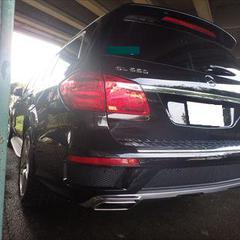 メルセデス・ベンツGL(CBA-166873):リアバンパー、左リアフェンダアーチモール他の部品交換/部品交換作業、左リアフェンダー板金、左リアガラス脱着、塗装他 〔自動車保険利用〕