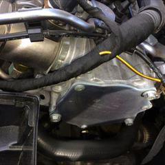 アウディ:エンジンバキュームポンプのオイル漏れ修理