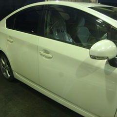 トヨタのプリウス(DAA-ZVW30):右リアドア、右ボディロッカーパネルモール、他の交換/右クォーターパネル板金、右クォータウインド脱着修理、塗装など 〔自動車保険利用〕