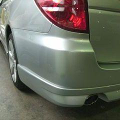 スバルのレガシィツーリングワゴン(UA-BP5):リアバンパー、アンダースポイラー、左リアランプ・レンズ&ボディなどの交換、塗装 〔自動車保険利用〕