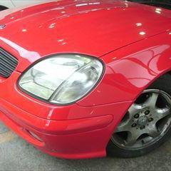 メルセデス・ベンツのSLK230(GF-170449):左バンパーモール、左フェンダネームコンプレッサーの交換 フロントバンパパネリング、フロントグリル、左ヘッドライト、左フロントフェンダの脱着、分解、修理、塗装 〔自動車保険利用〕