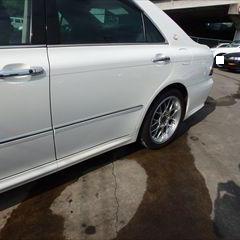 トヨタのクラウンアスリート(DBA-GRS180):左リアドアパネル、左リアディスクホイール、左ロッカーパネル他の交換/左フロントドアパネル、左クォーターパネル、リアバンパーカバー他の板金、脱着修理、塗装 〔自動車保険利用〕