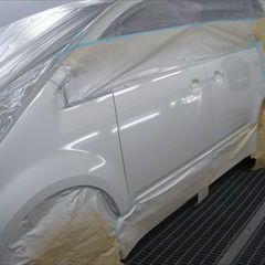三菱のデリカD:5(DBA-CV5W):左フロントドアパネル、左フロントフェンダ他の交換/左フロントアウターピラーの板金、フロントバンパーフェイス他の脱着修理、塗装など 〔自動車保険利用〕