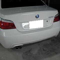 BMWの525i(ABA-NU25):リアバンパー交換 部品代金137,000円/交換作業、塗装 作業工賃75,600円