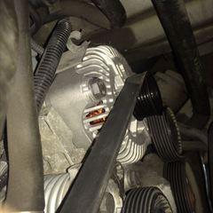 BMWのX5(GH-FB44N):オルタネータ交換、バッテリー交換、ラジエータサブタンク交換など 部品代147,260円、技術料25,000円(税別)