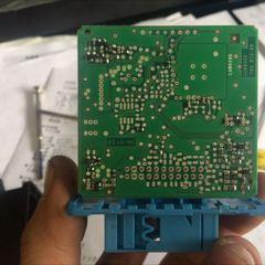アウディのS4 B7系(GH-8EBBKF):24カ月点検、車検代行、ヘッドライト警告灯点灯診断、ヘッドライト警告灯点灯修理、右ヘッドライト分解など