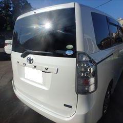 トヨタのヴォクシー(DBA-ZRR70G):リアゲート板金、塗装、リアバンパー修理費用 作業工賃100,000円