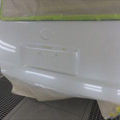 トヨタのハイエースバン(CBF-TRH216K):リアバンパー、エンブレム交換、ルーフ、リアゲートの板金、塗装