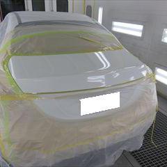 メルセデスベンツのCクラス(DBA-205040C):エンブレム交換 部品代金14,630円/トランク修理費用、塗装 作業工賃60,000円/合計金額(税込)80,600円