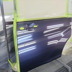 日産のインフィニティFX45:右フロントドア板金、リアバンパー修理、塗装、バックモニター取付、バッテリー交換、タイヤ交換など