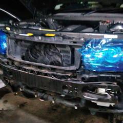 ランドローバーのレンジローバー(GH-LM44):傷の修理方法と費用 バックランプ割れ、ドライブベルト修理費用、シフトロック修理費用、電動ファン修理費用など 部品代205,300円/技術料93,000円(税別)