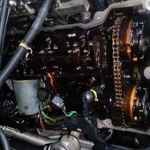 BMWの3シリーズ(GH-AT20):ヘッドカバーパッキン、エンジンオイルパッキン、エンジンオイルセパレーター他の交換 部品代96,360円/技術料123,000円(税別)