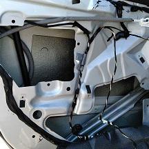 BMWの3シリーズ(GH-AV22):左リアパワーウインドウレギュレータ交換 部品代14,300円/技術料15,000円(税別)