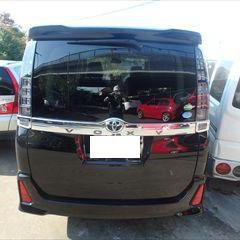 トヨタのヴォクシー(DBA-ZRR80W):リアゲート板金、塗装 作業工賃90,000円/合計金額(税込)97,200円