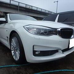 BMWの3シリーズ(DBA-3X20):フロントバンパー修理、塗装 作業工賃100,000円/合計金額(税込)108,000円