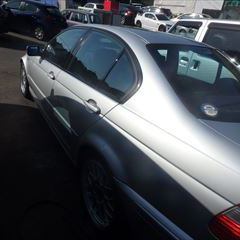 BMWの3シリーズ(GH-AV30):左フロントドア修理・塗装、左リアドア内側サビ修理・塗装