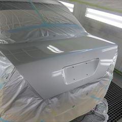 メルセデスベンツのCクラス(E-202020):ボンネット修理塗装、ボンネット、トランクコーティング 作業工賃155,000円/合計金額(税込)167,400円