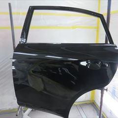 トヨタのハリアー(DBA-ZSU60W):左フロントドアパネル、左リアドアパネル他の交換、左クォーターパネル板金、リアバンパーカバー脱着修理、塗装など