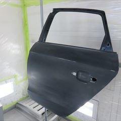 アウディのA1(DBA-8XCAX):左リアドア、リアドアベルトモール他の交換、左クォーターパネル板金、リアバンパー修理、塗装など