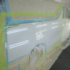 トヨタのヴェルファイア(DBA-AGH30W):右クォーターパネル板金、塗装 作業工賃105,000円/合計金額(税込)113,400円