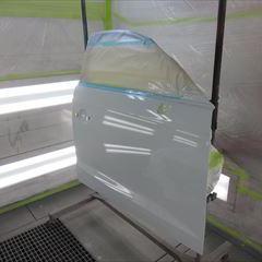 アウディのA3(DBA-8VCX):右フェンダー他交換、フロントバンパー脱着、フロントドア、ロッカーパネル、フロントバンパー板金、塗装など