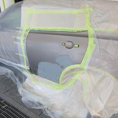 日産のデュアリス(DBA-KN110):左リアドア板金塗装 リアドアプロテクター 部品代金9,000円/作業工賃80,000円