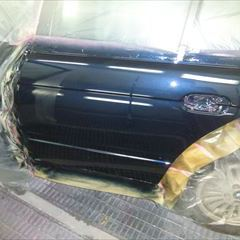 BMWの5シリーズ(GH-DS25):左リアドア、右フロントバンパー板金、塗装 作業工賃220,000円/合計金額(税込)237,600円