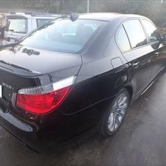 BMWの5シリーズ(ABA-NE25):右リアフェンダ板金塗装 作業工賃90,000円/合計金額(税込)97,200円