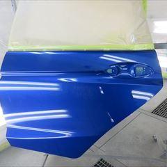 ホンダのフィット(DBA-GK3):傷の修理方法と費用 左フロントドア、左リアドア、ロッカーパネル板金、塗装 作業工賃150,000円/合計金額(税込)162,000円