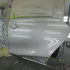 トヨタのシエンタ(DBA-NSP170G):左リアドア板金塗装、左クォーターパネル交換 部品代金・作業工賃250,000円/合計金額(税込)270,000円