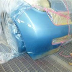 日産のマーチ:フロントバンパー修理、塗装 作業工賃30,000円/合計金額(税込)32,400円