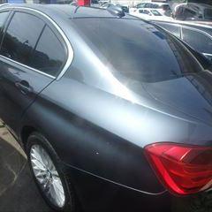 BMWの3シリーズ(DBA-3B20):左リアドア、左クォーターパネルの板金、リアバンパーの修理、左サイドステップ、左テールランプ他脱着、塗装
