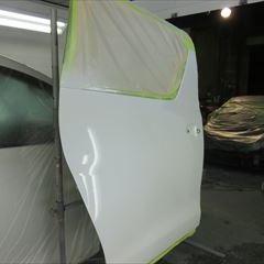 トヨタのアルファード(DBA-ANH20W):リアバンパーカバー、右クォーターパネル他の交換、右クォーターウインド、右クォーターホイールハウスアウタパネル脱着、修理、塗装など