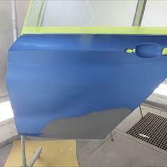 BMWの1シリーズ:左サイドステップ他、交換 部品代金43,140円/左リアドア、左クォーターパネル板金、左リアドア付属品脱着、塗装など 作業工賃207,600円/合計金額(税込)270,799円