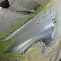 トヨタのプリウス(DAA-ZVW30):左フロントドアパネル、左リアドアパネル他の交換、リアバンパーカバー他脱着、左フロントフェンダ、左クォーターパネルなどの板金、塗装、他