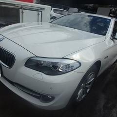 BMWの5シリーズツーリング(DBA-XL20):フロントバンパー修理、塗装 作業工賃40,000円/合計金額(税込)43,200円
