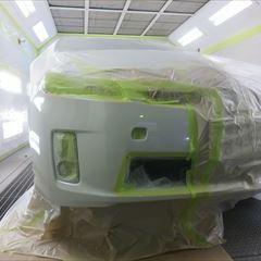 トヨタのプリウス(DAA-ZVW30):左テールランプ、リアバンパー交換、左リアドア、左クォーターパネル、フロントバンパーの板金塗装、他