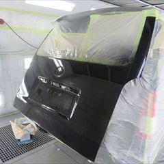 トヨタのハイエースバン(CBF-TRH200V):フロントグリル塗装、リアゲートスムージング 作業工賃140,000円/合計金額(税込)151,200円