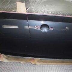 ボルボのV40(LDA-MD4204T):右フロントドア修理、塗装 作業工賃100,000円/合計金額(税込)108,000円