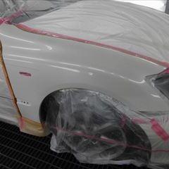 トヨタのクラウン(DBA-GRS180):右フロントフェンダ板金、塗装、他 作業工賃100,000円/合計金額(税込)108,000円