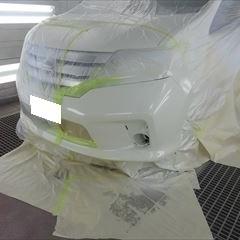 日産のセレナ(DBA-FC26):フロントバンパー修理、塗装 作業工賃28,000円/合計金額(税込)30,240円