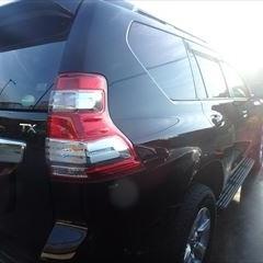 トヨタのランドクルーザープラド(LDA-GDJ150W):右リアドア板金塗装 作業工賃85,000円/合計金額(税込)91,800円