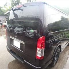 トヨタのハイエースバン(LDF-KDH206V):リアバンパー(持込)、バックドアエンブレム交換、バックドア板金塗装、他 合計金額(税込)131,868円